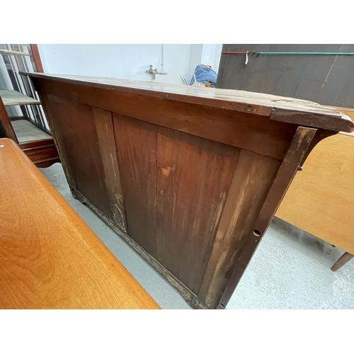 204 - GRAND SIDEBOARD/DISPLAY CABINET IN WALNUT