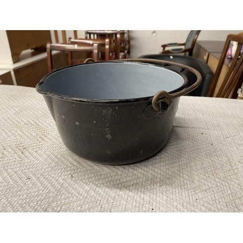 58 - LARGE JAM PAN