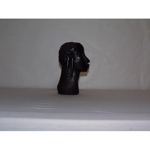 30 - African art head...