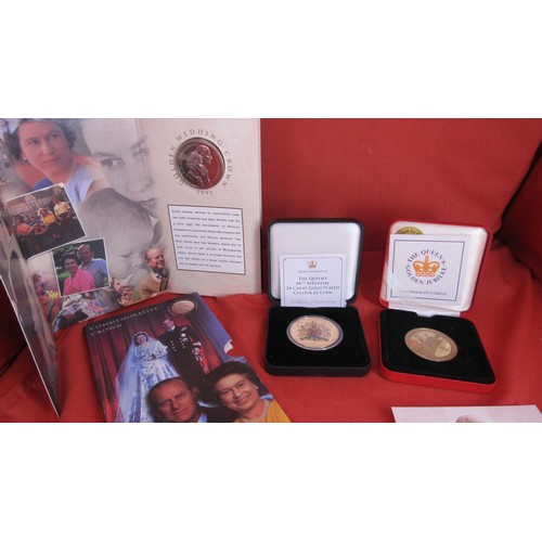 27 - QUEENS 24-CARAT GOLD PLATED COLOUR 5 POUND COIN,QUEENS JUBILEE COIN,1997 GOLDEN WEDDING CROWN...