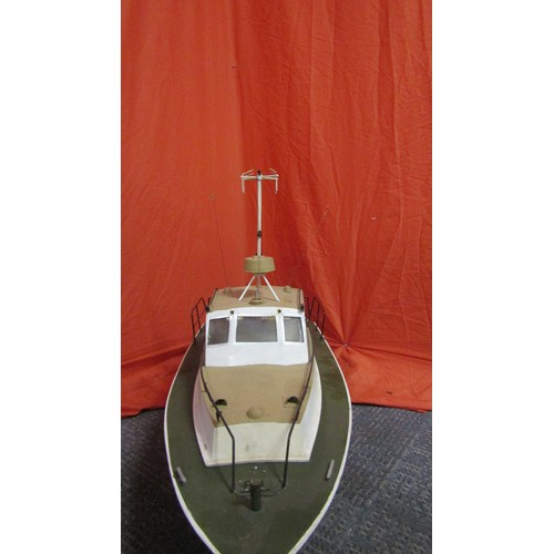 6 - VINTAGE SCRATCH BUILT MOTER  POND BOAT 2 1/2 FOOT LONG,10 INCH WIDE ,18 INCH HIGH  WITH BATTERY PACK...