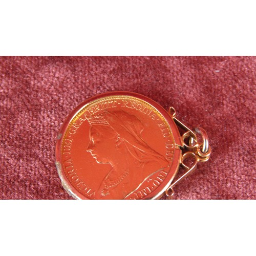 10 - 1898 GOLD SOVEREIGN IN MOUNT 9.39G