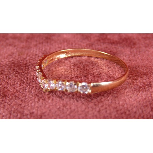 17 - 9CT GOLD RING WITH STONES SIZE Q