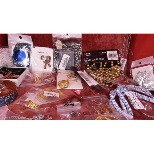 30 - LARGE COLLECTION OF COSTUME JEWELLERY