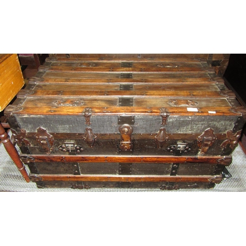 324 - LARGE ANTIQUE TRAVEL TRUNK...