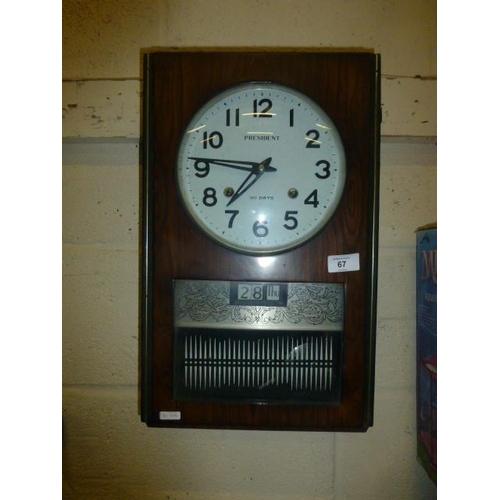 67 - PRESIDENT CLOCK (KEY AND PENDULUM INSIDE)...