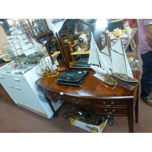 519 - MAHOGANY BOW FRONT DRESSING TABLE...