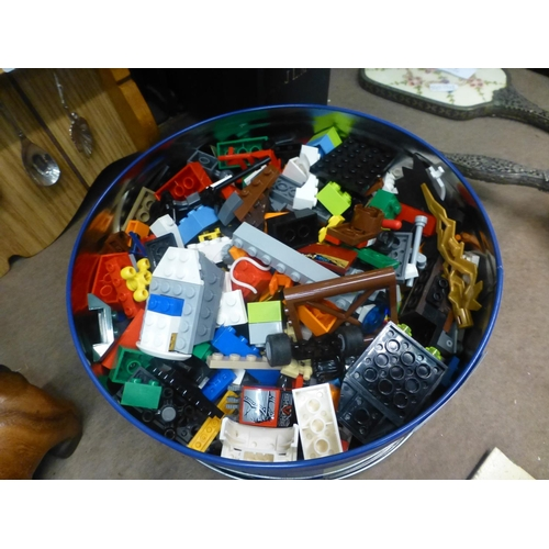 121 - BOX OF LEGO