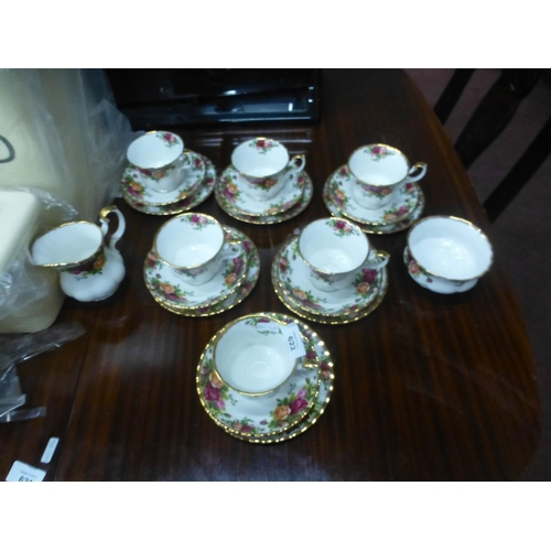 622 - COUNTRY ROSES TEASET