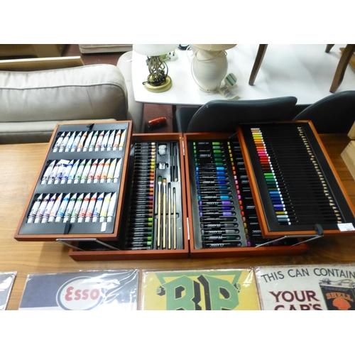 665 - ARTISTS BOX