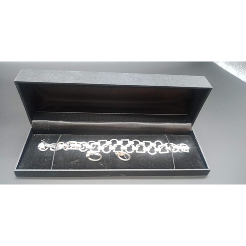19 - 'Old Florence' Italian Heavy Silver Necklace (approx 38cm) and Earrings Set  77.75 Grams approx....