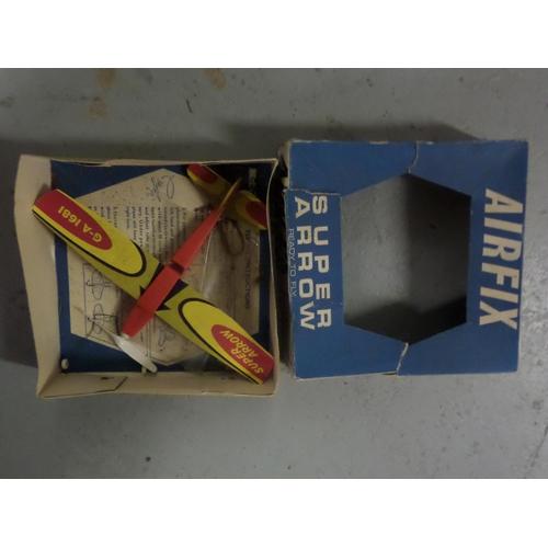 22a - Airfix Super Arrow Vintage Model Plane...