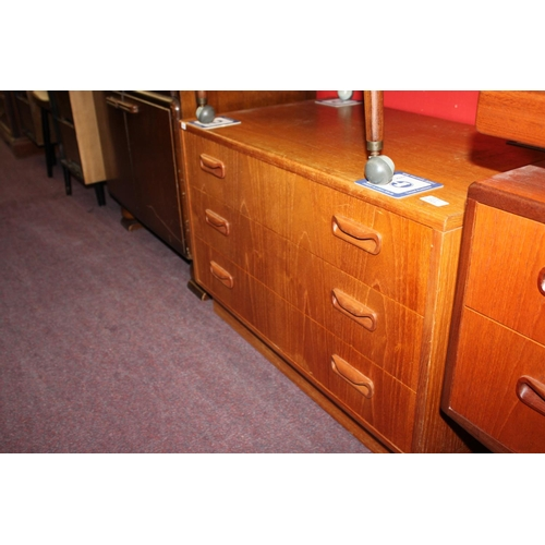 20 - 1x 1970's 3 drawer chest of drawers...