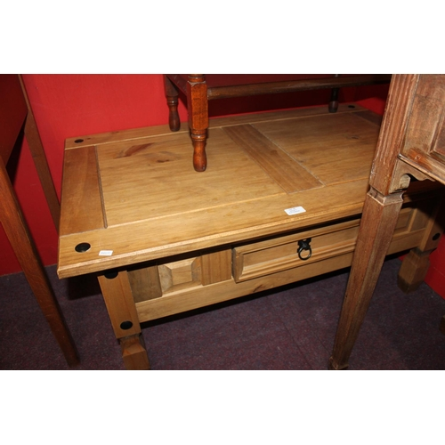 39 - 1 x pine side table...
