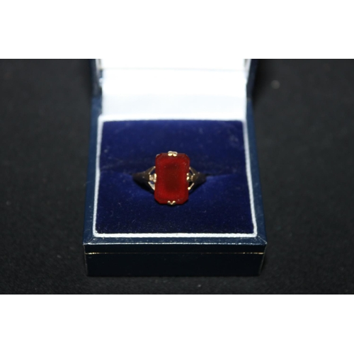 152 - 1 x 9ct gold carnelian inset ring...