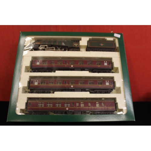 330 - Hornby 00 train pack R2032 the Midlothian...