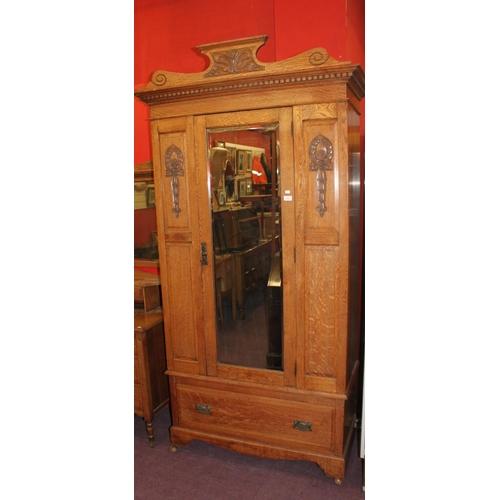 20 - 1 x Edwardian oak 1930s wardrobe