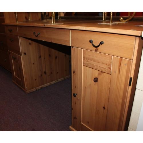 39 - 1 x large pine desk