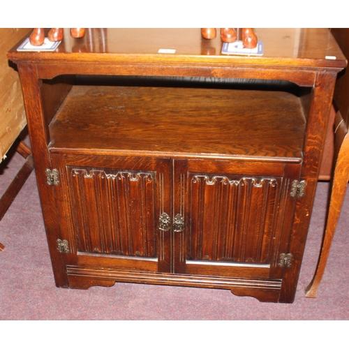 54 - 1 x oak priory style two door entertainment unit