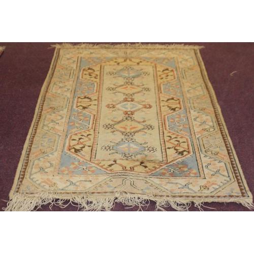 59 - 1 x cream woollen pattered floor rug