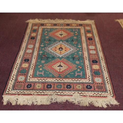 60 - 1 x green pattern floor rug
