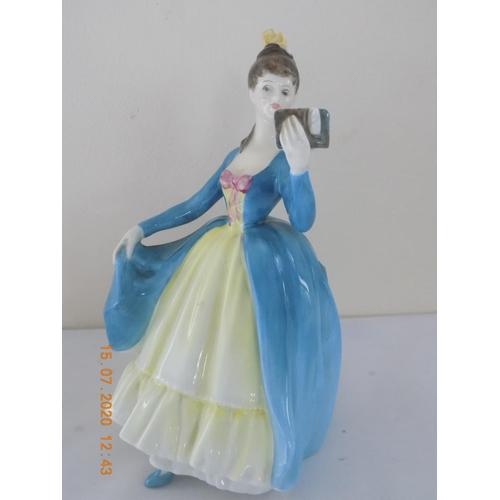 28 - Royal Doulton Figurine 'Leading Lady' HN 2269...