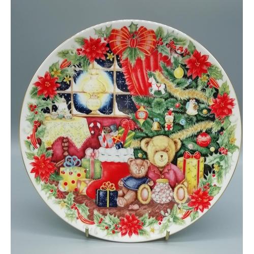 45 - Royal Doulton Plate 'Together for Christmas' (1993)...