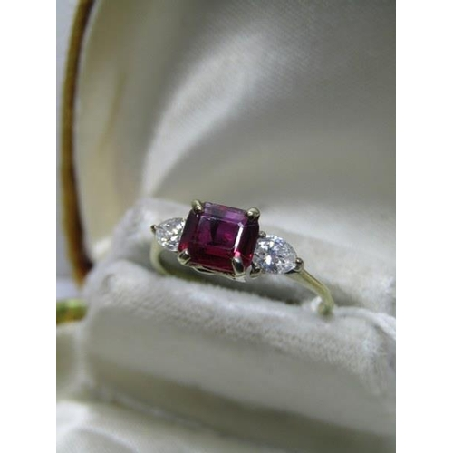 386 - 14CT YELLOW GOLD RUBELLITE GARNET & DIAMOND RING, central rubellite garnet set with pear cut diamond...
