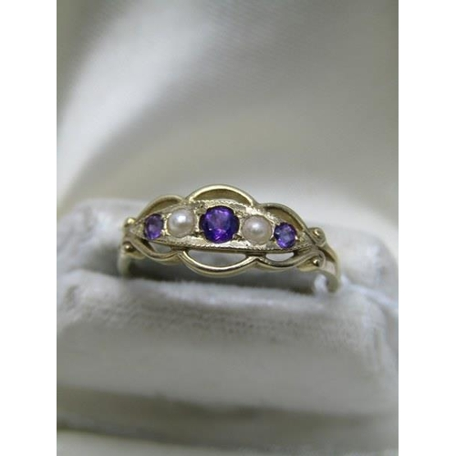 388 - 9CT YELLOW GOLD AMETHYST & CULTURED PEARL RING, size N to O...