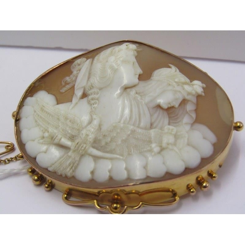 471 - LARGE IMPRESSIVE SHELL CAMEO in gold mount...