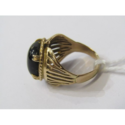 375 - 9CT YELLOW GOLD ONYX SIGNET STYLE RING, cabochon cut onyx in 4 clew setting, approx. 5grm weigh, siz...