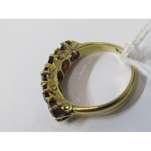 390 - 18CT YELLOW GOLD ALMANDINE GARNET 5 STONE RING, foreign HM 18ct yellow gold with 5 graduated almandi...