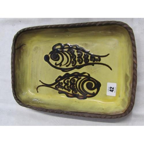 42 - WINCHCOMBE SLIPWARE, fish design rectangular baking dish, 13