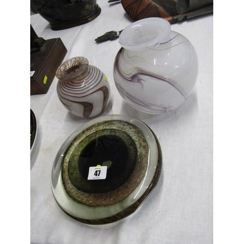 47 - ART GLASS, 2 marbled glass spherical vases, 6