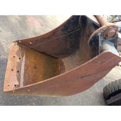 84 - COLLECTION PAR; plus VAT Excavator bucket for quick-hitch