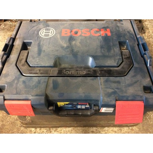 90 - COLLECTION PAR; plus VAT Bosch Professional tiling cutting set, with 2 blades and cores, used only o...