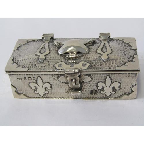 511 - ARTS & CRAFTS RING BOX, crafted silver rectangular ring box with fleur de lis decoration, Birmingham...