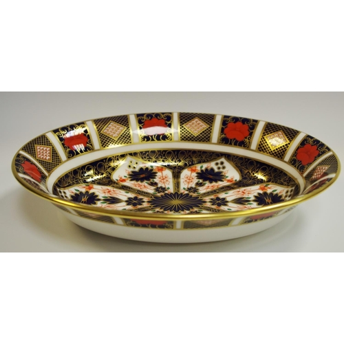 16 - A Royal Crown Derby 1128 pattern oval serving dish, 25.5cm, printed marks, first quality...