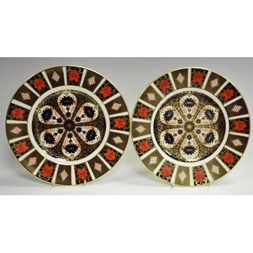 27 - A pair of Royal Crown Derby 1128 dinner plates. 27cm diameter (First quality)...
