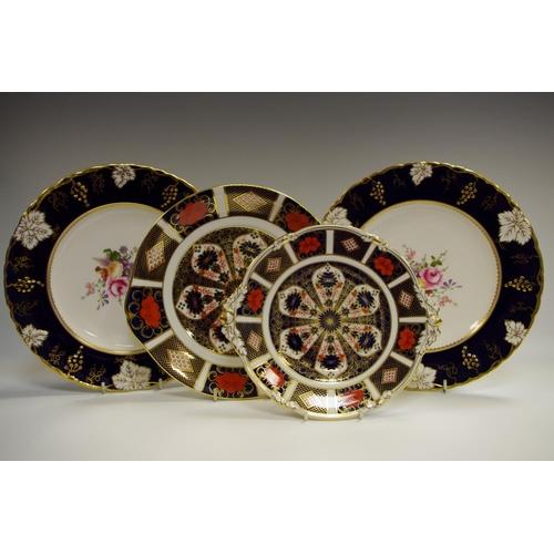 37 - A Royal Crown Derby 1128 Imari Acorn handle shaped circular cake plate, seconds, 20cm diameter; a Ro...