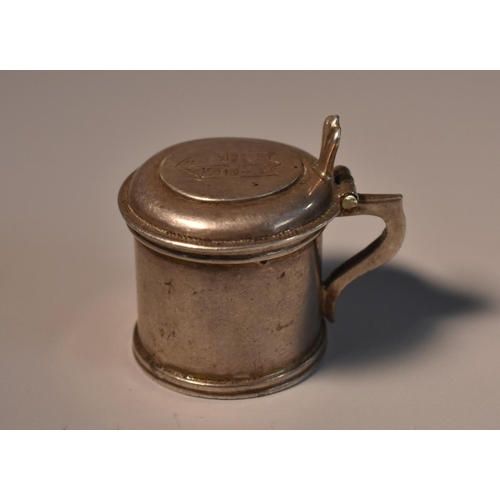 58 - A Continental silver toy novelty miniature tankard, 2.5cm high, 18th/19th century...
