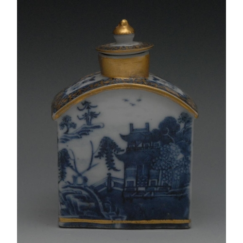 10 - A Chinese arched rectangular blue and white tea caddy and cover, decorated in underglaze blue with p...