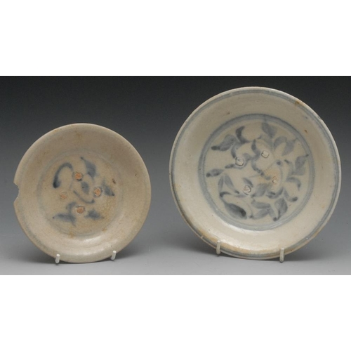 19 - A Chinese circular dish, decorated in underglaze blue with stylised foliage, 18cm diam, Ming; anothe...