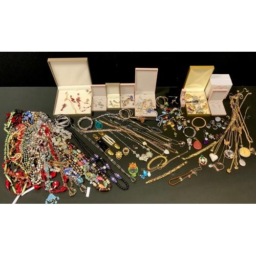 266 - Costume jewellery including silver dress rings, silver locket, earrings, beads,  etc. qty.