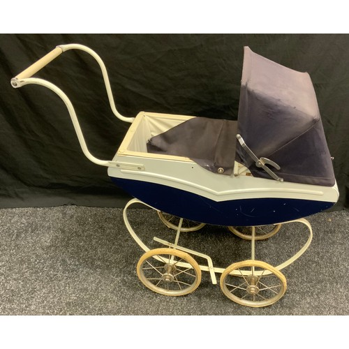 113 - *** Please note this cot is not to be used as a child's cot, it is for decorative purposes only *** ...