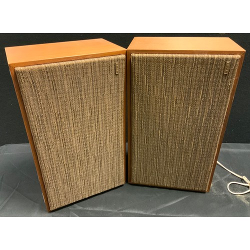 116 - A pair of vintage 1970s Leak Mini-sandwich speakers, 47cm x 28cm