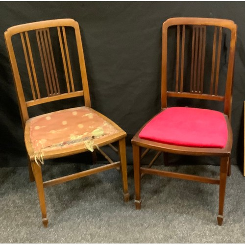 128 - A pair of Edwardian mahogany side chairs, tapered square legs, spade feet, 79cm high(2)