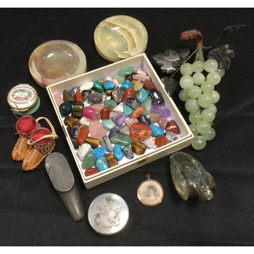 272 - Geology & Gemology - a carved stone bunch of grapes;  assorted pebbles, pewter boot snuff box;  Halc...