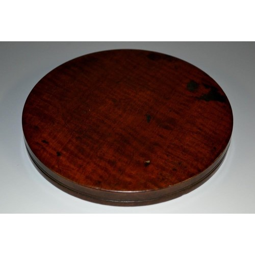 3225 - A large and shallow George III fiddle back mahogany circular box, screw-fitting cover, 15cm diam, c....