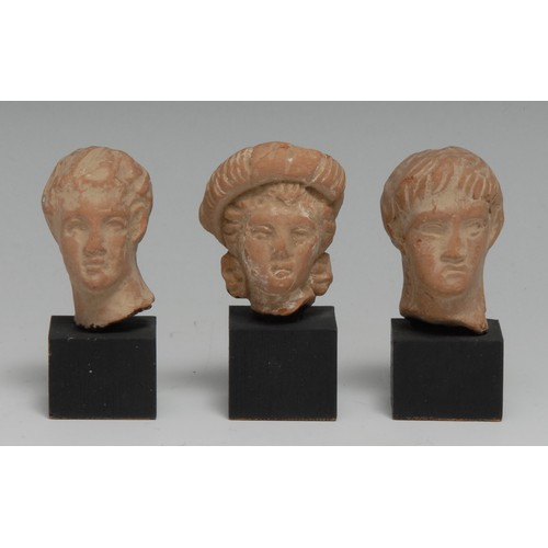 3847 - Antiquities - a Greek terracotta statuette fragment, head of a young man, 3.5cm high, probably 5th -...